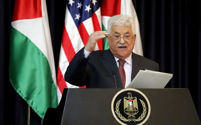 Mahmoud Abbas, président de l'Autorité palestinienne, en conférence de presse au palais présidentiel de Bethléem, le 23 mai 2017. (Crédit : Thomas Coex/AFP)