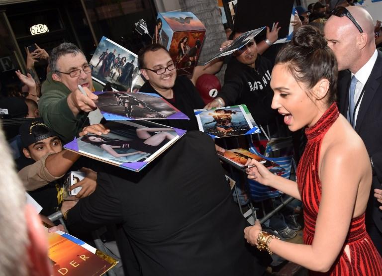 """L'actrice Gal Gadot lors de la première de """"Wonder Woman"""" au Pantages Theatre de Hollywood, en Californie, le 25 mai 2017. (Crédit : Alberto E. Rodriguez/Getty Images/AFP)"""