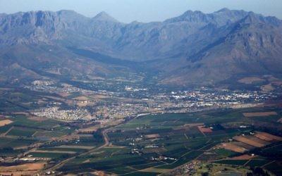 Vue sur la ville de Stellenbosch, en Afrique du Sud. Illustration. (Crédit : Andres de Wet/CC BY-SA 3.0/WikiCommons)