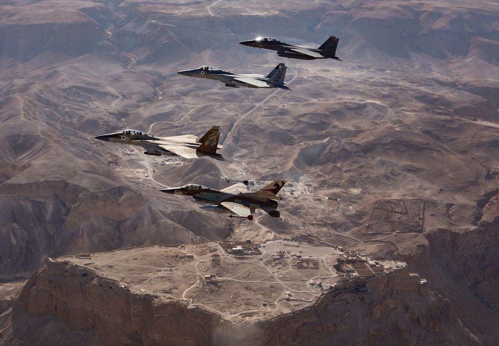 F-15 et F-16 israéliens et américains au-dessus de Madassa, dans le sud d'Israël, en mai 2017. (Crédit : unité des porte-paroles de l'armée israélienne)