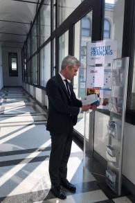 Benjamin Djiane, candidat du PS dans la 8e circonscription des Français de l'étranger, à l'Institut Français de Milan, en mai 2017. (Crédit : Facebook)