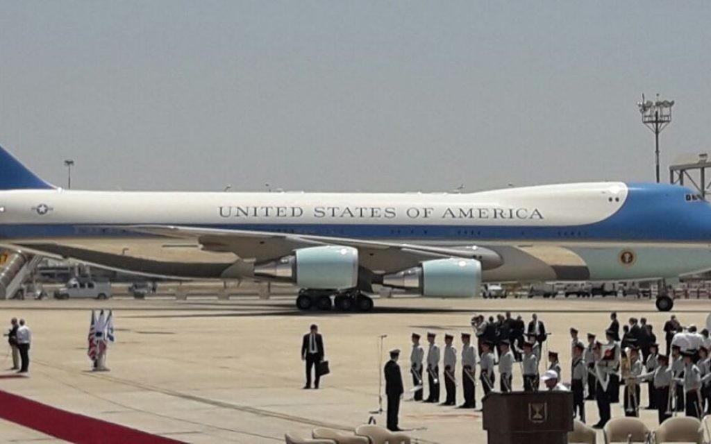 Air Force One, avec le président américain Donald Trump à bord, sur le tarmac de l'aéroport Ben Gurion, le 22 mai 2017. (Crédit : GPO)