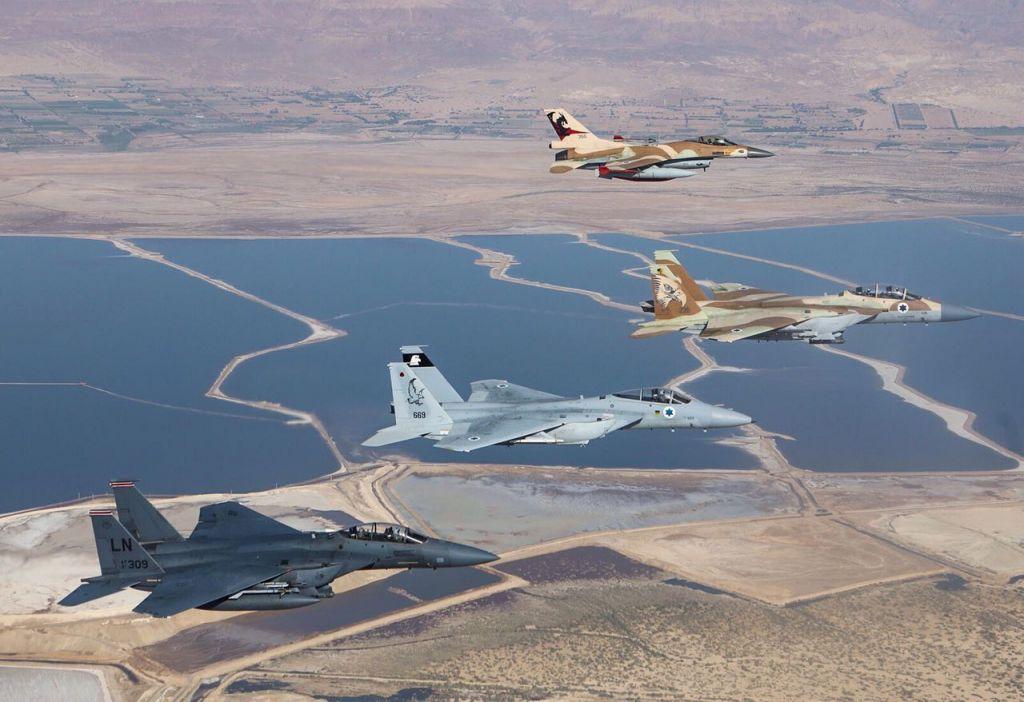 F-15 et F-16 israéliens et américains dans le sud d'Israël, en mai 2017. (Crédit : unité des porte-paroles de l'armée israélienne)