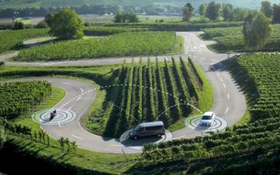 Capture d'écran d'une vidéo montrant une simulation de voitures utilisant le système de communication véhicule-à-véhicule d'Autotalks Crédit : (YouTube via JTA)