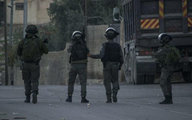 La police des frontières après une attaque au couteau près d'Abu Dis, un village de Jérusalem Est, le 10 novembre 2015. Illustration. (Crédit : police israélienne)