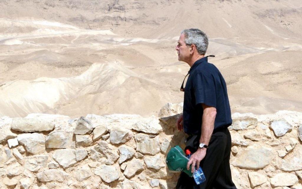 Le président américain George W. Bush sur le site historique de Massada, le 15 mai 2008. (Crédit : Ariel Jerozolimski/Flash90)