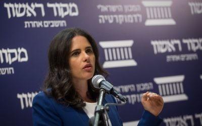 La ministre de la Justice Ayelet Shaked présente sa 'révolution législative' lors de la conférence de l'Institut de la démocratie israélienne et de Makor Rishon à Jérusalem, le 4 avril 2017 (Crédit : Hadas Parush/Flash90)