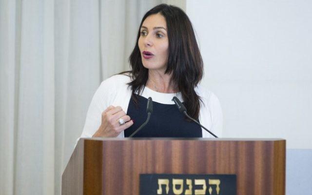 Miri Regev, ministre de la Culture et des Sports, à la Knesset, le 26 avril 2017. (Crédit : Yonatan Sindel/Flash90)