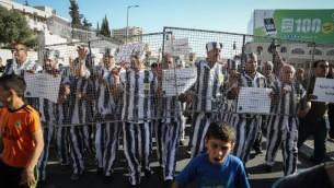 Manifestation de soutien aux prisonniers palestiniens en grève de la faim, à Bethléem, en Cisjordanie, le 4 mai 2017. (Crédit : Flash90)