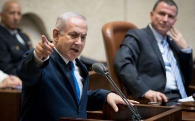 Le Premier ministre Benjamin Netanyahu devant la Knesset, à l'occasion des 50 ans de la guerre des Six Jours de 1967, le 24 mai 2017. (Crédit : Yonatan Sindel/Flash90)