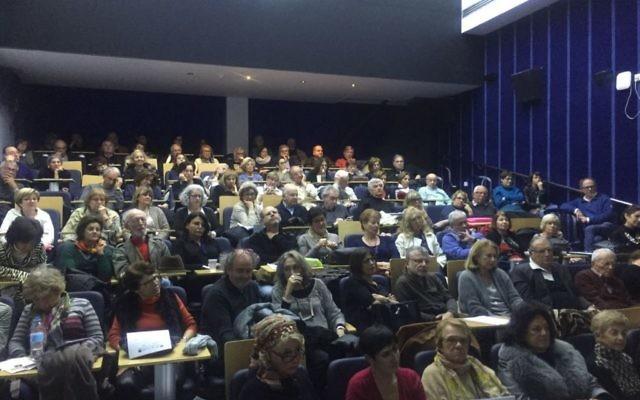 Conférence du rabbin et philosophe Daniel Epstein sur le destin extraordinaire d'Etty Hillesum, au Collège académique de Netanya, le 12 février 2017. (Crédit : autorisation)
