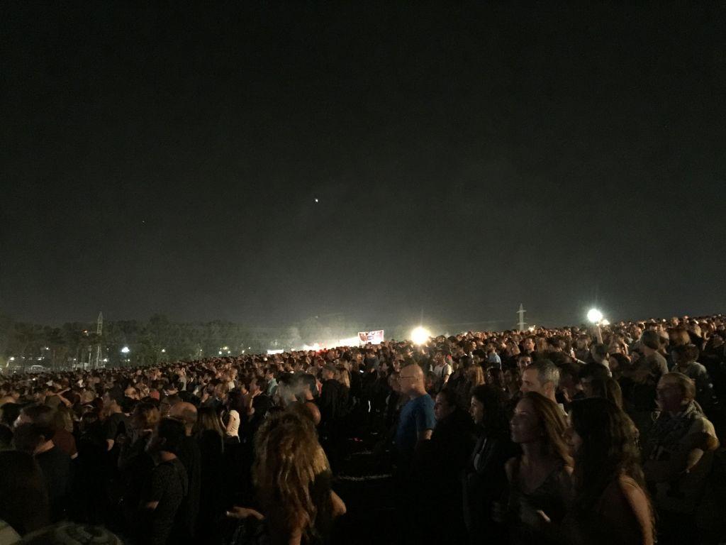 Un public formé d'environ 50 000 personnes ont assisté au concert d'Aerosmith, le mercredi 18 mai (Crédit : (Jessica Steinberg/Times of Israel)