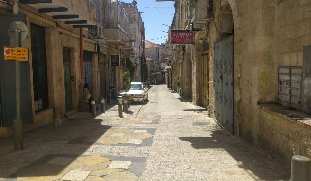 Une rue désertée dans la Vielle Ville de Jérusalem, le 22 mai 2017. (Crédit : Melanie Lidman/Times of Israël)