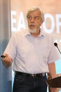 L'ancien directeur du CERN Rolf-Dieter s'exprime lors de la conférence de la fondation Sharing Knowledge sur la mer morte, en Jordanie, le 12 mai 2017. Il devrait devenir le président du Conseil de SESAME. (Crédit : Fodnation Sharing Knowledge)
