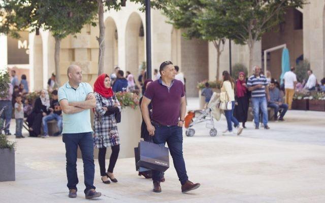 La place commerciale et d'affaires de  Rawabi connue sous le nom de Q-Center (Autorisation)