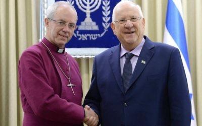 Justin Welby, à gauche, archevêque de Canterbury de l'église anglicane et et le président Reuven Rivlin, à la résidence présidentielle de Jérusalem, le 9 mai 2017. (Crédit : Mark Neiman/ GPO)