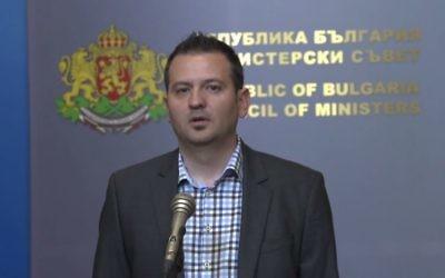 Pavel Tenev, vice-ministre bulgare de la Coopération régionale, qui a démissionné pour un salut nazi, le 17 mai 2017. (Crédit : capture d'écran YouTube/Vestnik Stroitel)