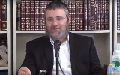 Le rabbin Dovber Pinson. (Crédit : capture d'écran YouTube/TheIYYUNCenter)