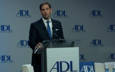 Marco Rubio, sénateur républicain de Floride, devant le sommet national annuel de l'Anti-Defamation League à l'hôtel Mayflower de Washington, D.C., le 9 mai 2017. (Crédit : capture d'écran)