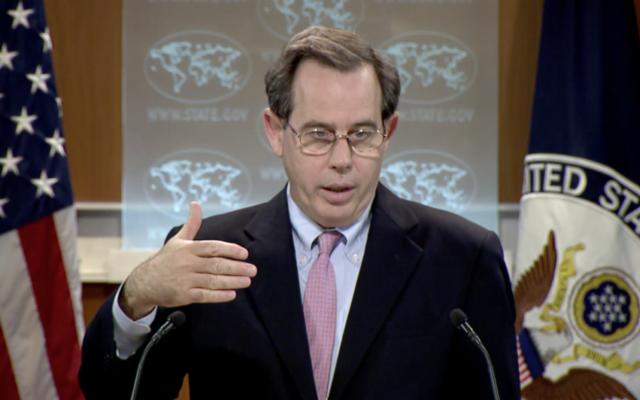 Stuart Jones, l'adjoint par intérim au secrétaire d'Etat américain chargé des Affaires du Proche Orient, pendant une conférence de presse, le 29 mai 2017. (Crédit : capture d'écran)