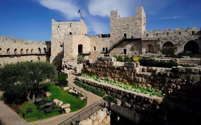 Vue aérienne sur le musée de la Tour de David, sur le point de subir des travaux de rénovation à hauteur de 30 millions de dollars  (Autorisation : Naftali Hilger)