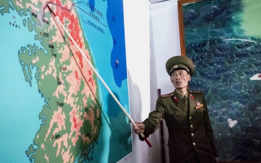 Les Nord-Coréens déforment régulièrement les faits historiques, a déclaré Shai, notamment en minimisant le rôle des États-Unis dans la défaite du Japon dans la Seconde Guerre mondiale (Crédit : Moshe Shai)