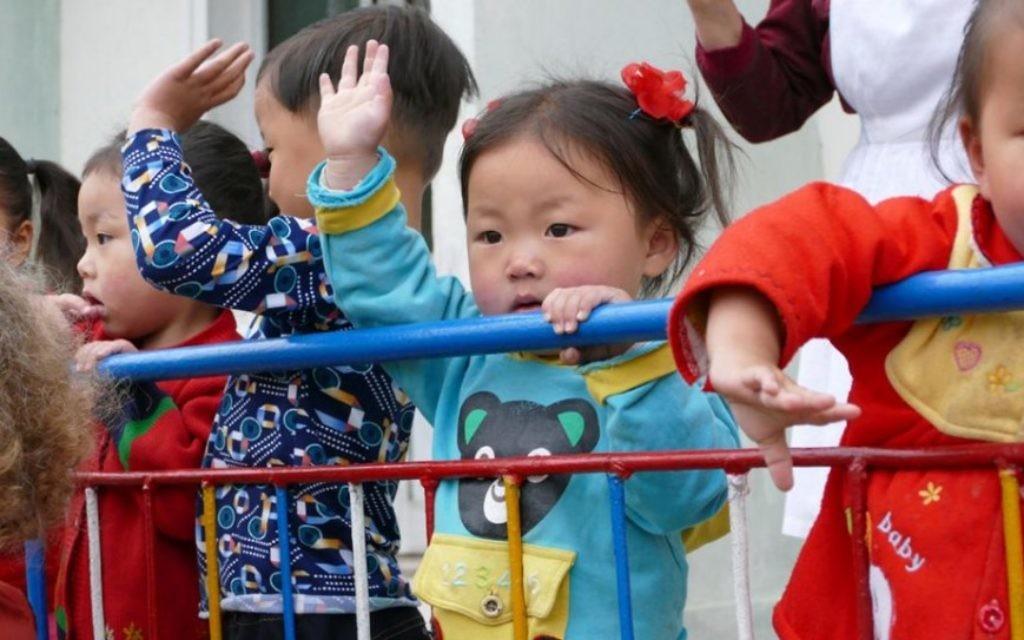 """Des enfants nord-coréens. """"C'était un vieux rêve pour moi d'aller là-bas"""", a déclaré Shai. """"Je suis allé photographier et apprendre"""" (Crédit : Moshe Shai)"""