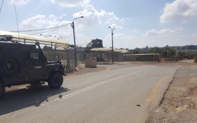 Le poste de la police des frontières à l'endroit où un adolescent a été arrêté pour avoir dissimulé des bombes artisanales qu'il voulait activer dans le tribunal militaire près de Naplouse, le 24 mai 2017   (Police israélienne)
