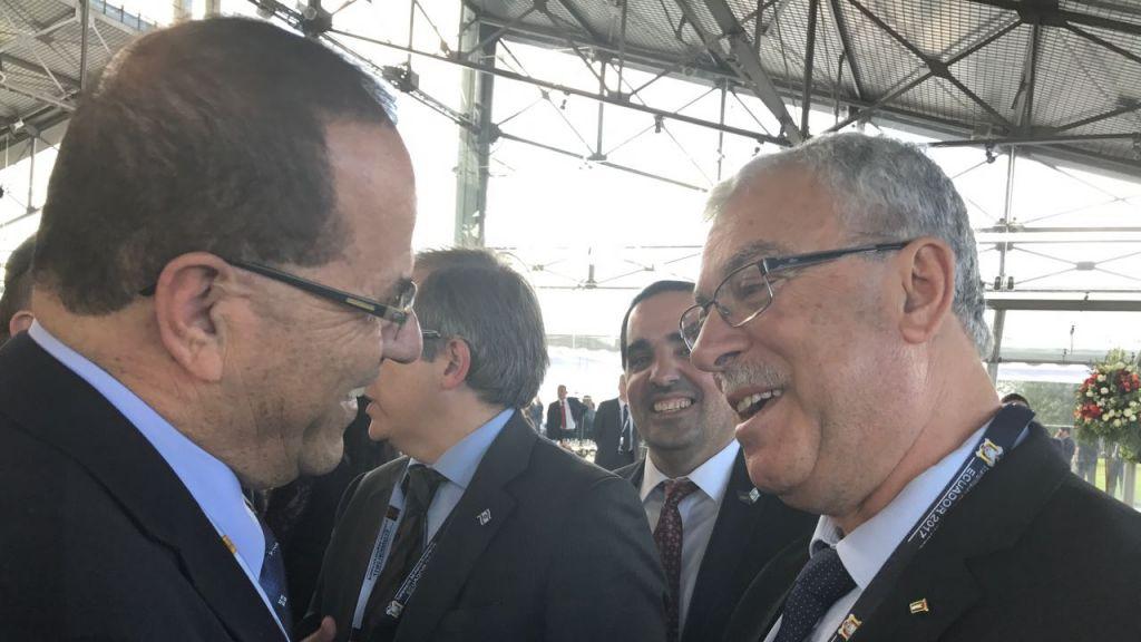 Ayoub Kara, à gauche, ministre du Likud, avec l'ambassadeur de l'Autorité palestinienne en Amérique du Sud, en Equateur, le 24 mai 2017. (Crédit : autorisation)