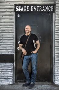 Azzan Yadin-Israel à la porte de derrière de l'un des tous premiers clubs de Springsteen, le Stone Pony. (Autorisation)