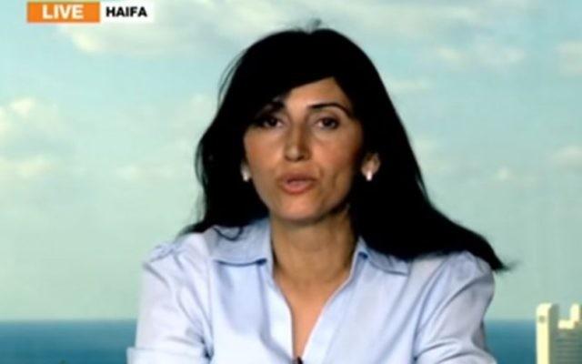 Diana Buttu, ancienne conseillère juridique et négociatrice de l'Autorité palestinienne. (Crédit : capture d'écran YouTube)