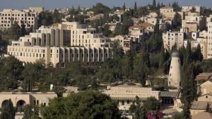 La façade de l'hôtel Inbal, à Jérusalem. (Crédit : Pinybal/Wikimedia Commons)