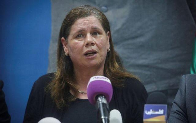 Fadwa Barghouthi lors d'une conférence de presse à  Ramallah, le 7 mai 2017. (Crédit : Flash90)