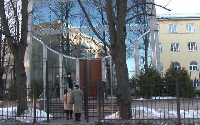 La synagogue Beit Bella de Tallinn, la capitale de l'Estonie. (Crédit : capture d'écran YouTube)