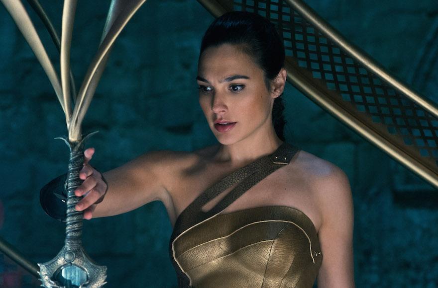 Gadot, 32 ans, dans une scène de 'Wonder Woman.' (Crédit : Alex Bailey/DC Comics, via JTA)