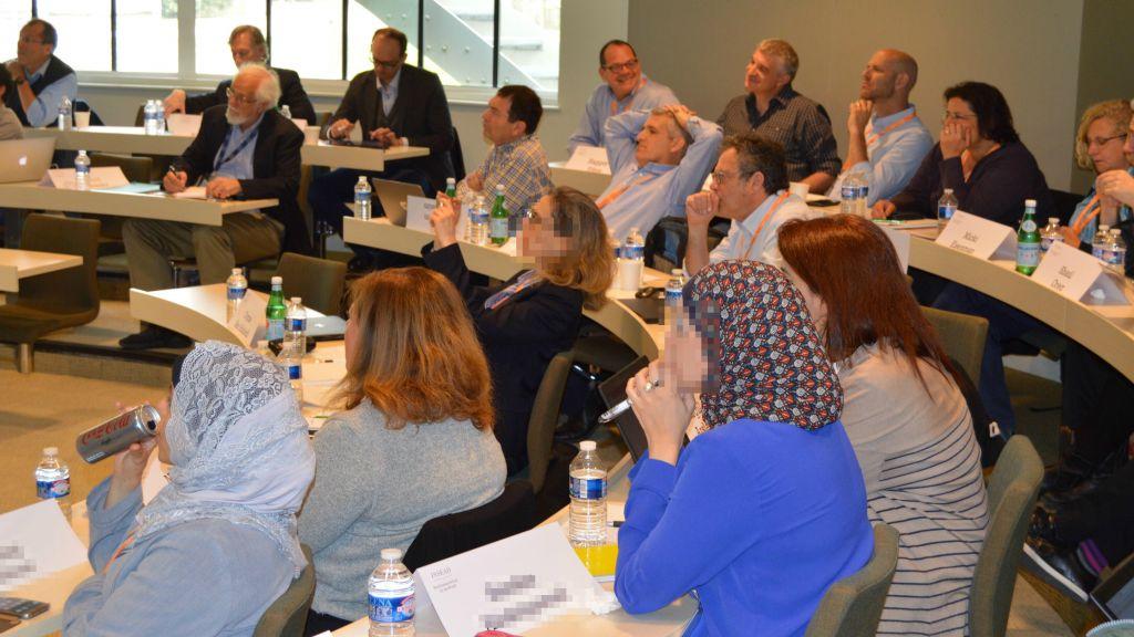 Des chercheurs de l'Iran, de la Syrie, des Émirats arabes unis et d'Israël mettent en place de projets conjoints à l'INSEAD, du 28 au 30 avril 2017 (Crédit : autorisation)