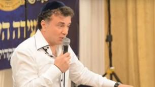 Mikhael Mirilashvili, homme d'affaires et philanthrope israélo-géorgien. (Crédit : capture d'écran YouTube)