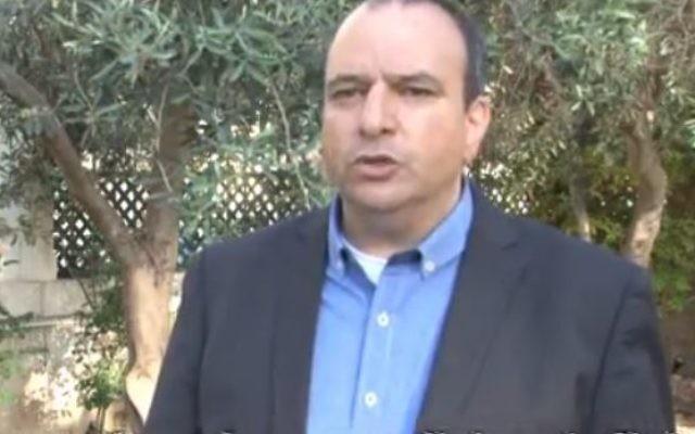Jacques Neno, issu du monde associatif franco-palestinien est candidat pour la 8e circonscription (Crédit: capture d'écran Youtube/Jacques Neno)