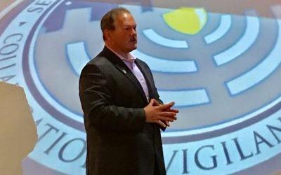 Paul Goldenberg, directeur du Secure Community Network, pendant une conférence destinée aux professionnels de la sécurité des communautés juives, à Washington, D.C, le 4 mai 2017. (Crédit : SCN via JTA)