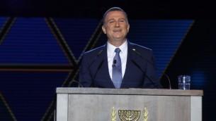 Yuli Edelstein, président de la Knesset, pendant la cérémonie officielle de Yom HaAtsmaout, au mont Herzl, à Jérusalem, le 1er mai 2017. (Crédit : Yitzhak Harari/attaché de presse de la Knesset)