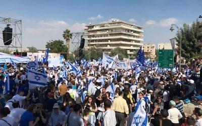La marche des drapeaux à Jérusalem, le 24 mai 2017 (Crédit : Luke Tress/Time of Israel)