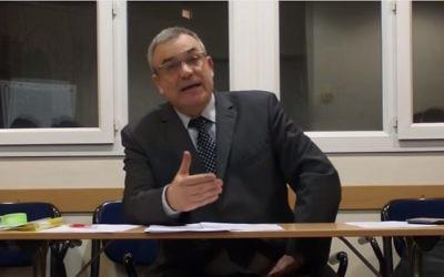 Le rabbin libéral Yann Boissière (Crédit: capture d'écran Youtube/Yann Boissière)