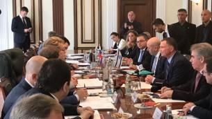 Yuli Edelstein, président de la Knesset, en réunion de travail avec ses homologues russes, à Moscou, le 27 juin 2017. (Crédit : porte-parole de la Knesset/ambassade d'Israël à Moscou)