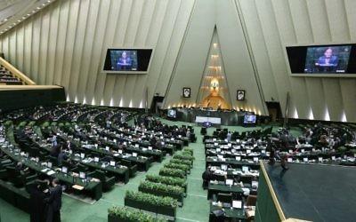 Session plénière au parlement iranien de Téhéran, le 1er mars 2016. Illustration. (Crédit : Atta Kenare/AFP)