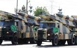 Des camions militaires iraniens transportant des missiles sol-air pendant un défilé à l'occasion de la Journée de l'armée du pays, à Téhéran, le 18 avril 2017. (Crédit : Atta Kenare/AFP)