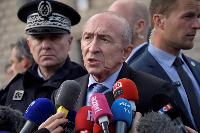 Gérard Collomb au centre ministre français de l'Intérieur près des lieux d'une attaque terroriste devant la cathédrale Notre Dame de Paris le 6 juin 2017