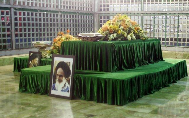 Le mausolée de l'Ayatollah Ruhollah Khomeini, fondateur de la République islamique d'Iran, à Téhéran, le 5 février 2009. Illustration. (Crédit : Atta Kenare/AFP)