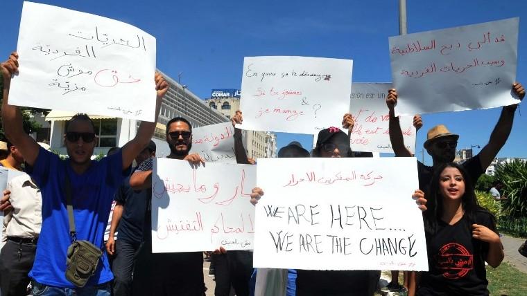 Manifestation pour la liberté de manger pendant le Ramadan, à Tunis, le 11 juin 2017. (Crédit : Sofienne Hamdaoui/AFP)