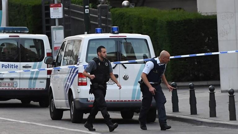 Policiers devant la Gare centrale de Bruxelles, après une tentative d'attentat, le 20 juin 2017. (Crédit : Emmanuel Dunand/AFP)
