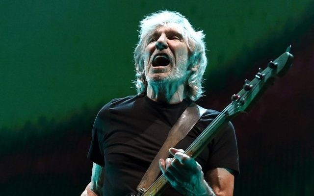 Roger Waters en concert au Staples Center de Los Angeles, le 20 juin 2017. (Crédit : Kevin Winter/Getty Images/AFP)
